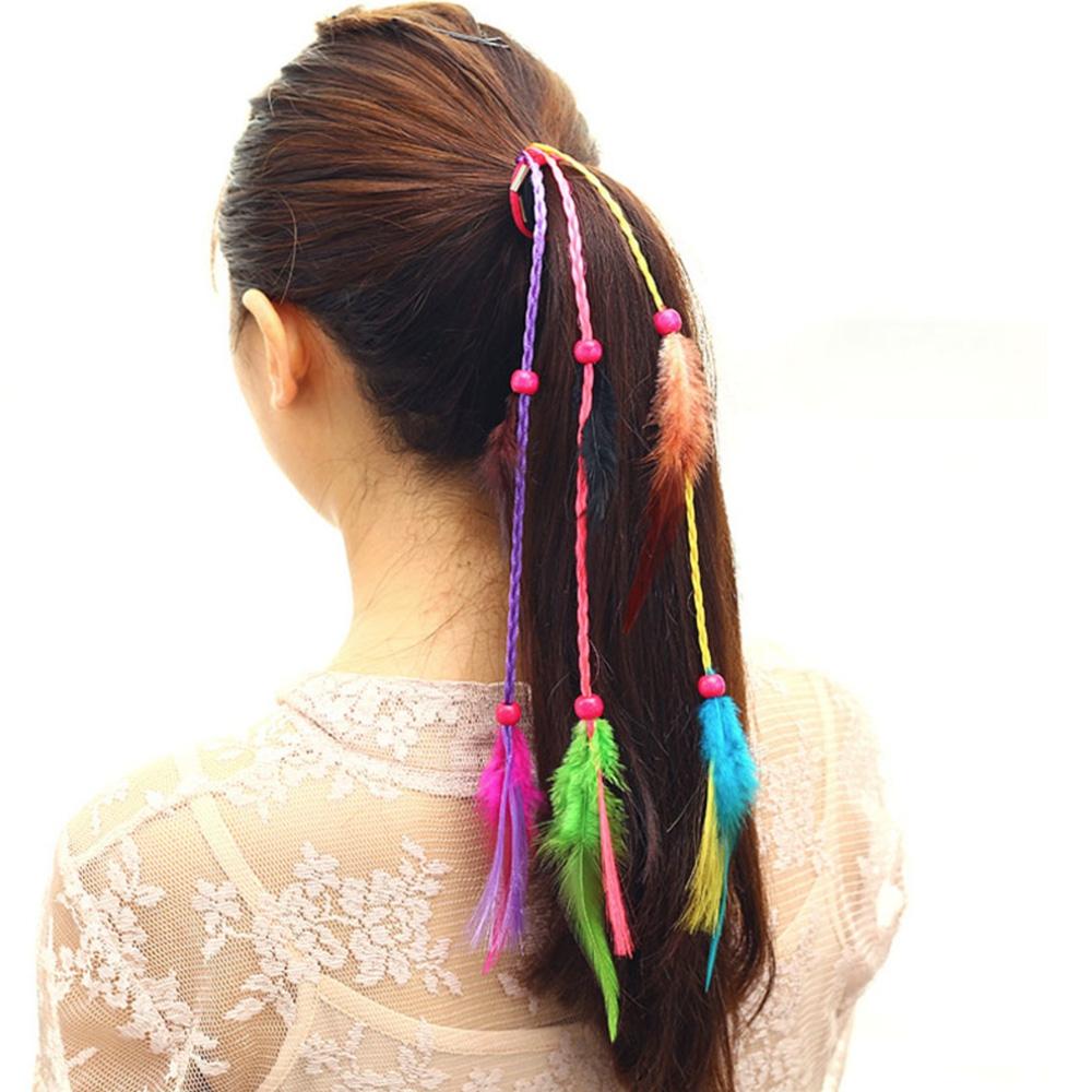 Prodlužování vlasů a účesy - Gumička do vlasů s barevnými copánky a pírky  ... fe05869ede