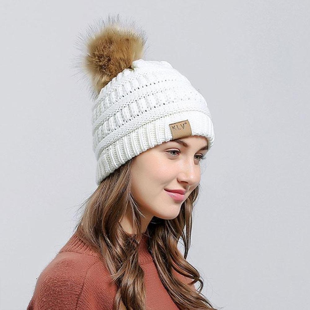 KLV Zimní čepice s bambulí - bílá barva