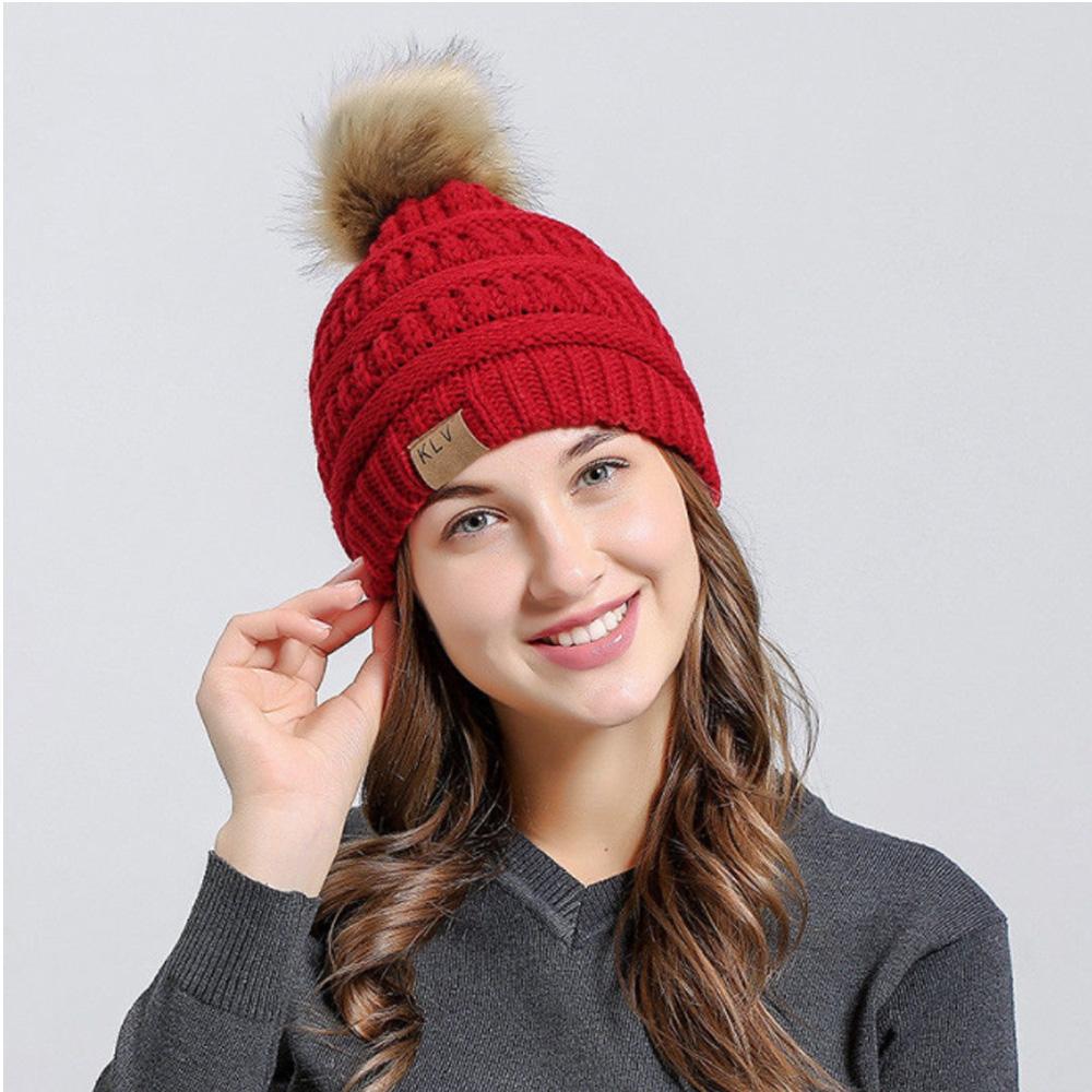 KLV Zimní čepice s bambulí - červená barva