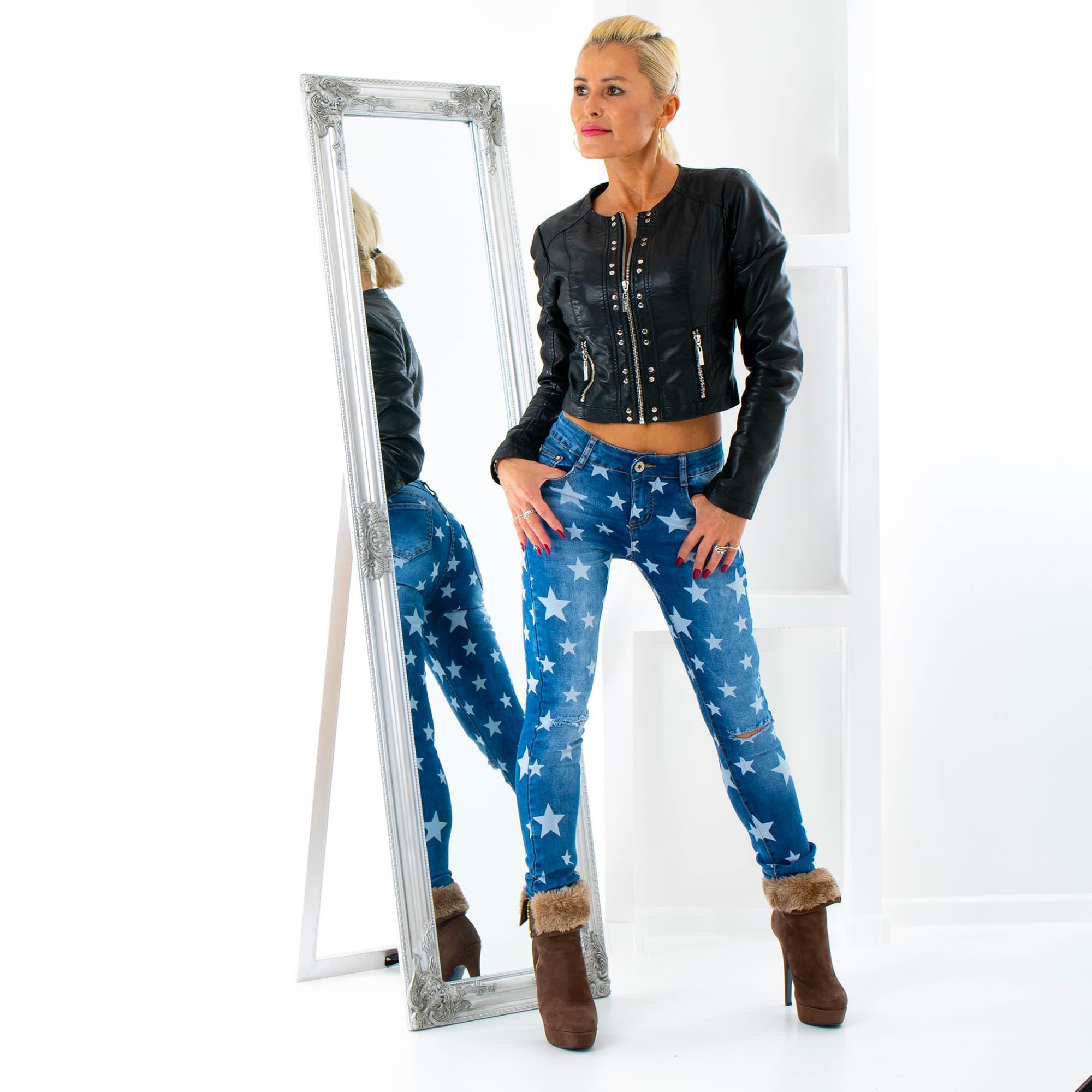 0f6f33069b0 Dámská móda a doplňky - Dámské jeans s hvězdami a trháním na kolenou ...