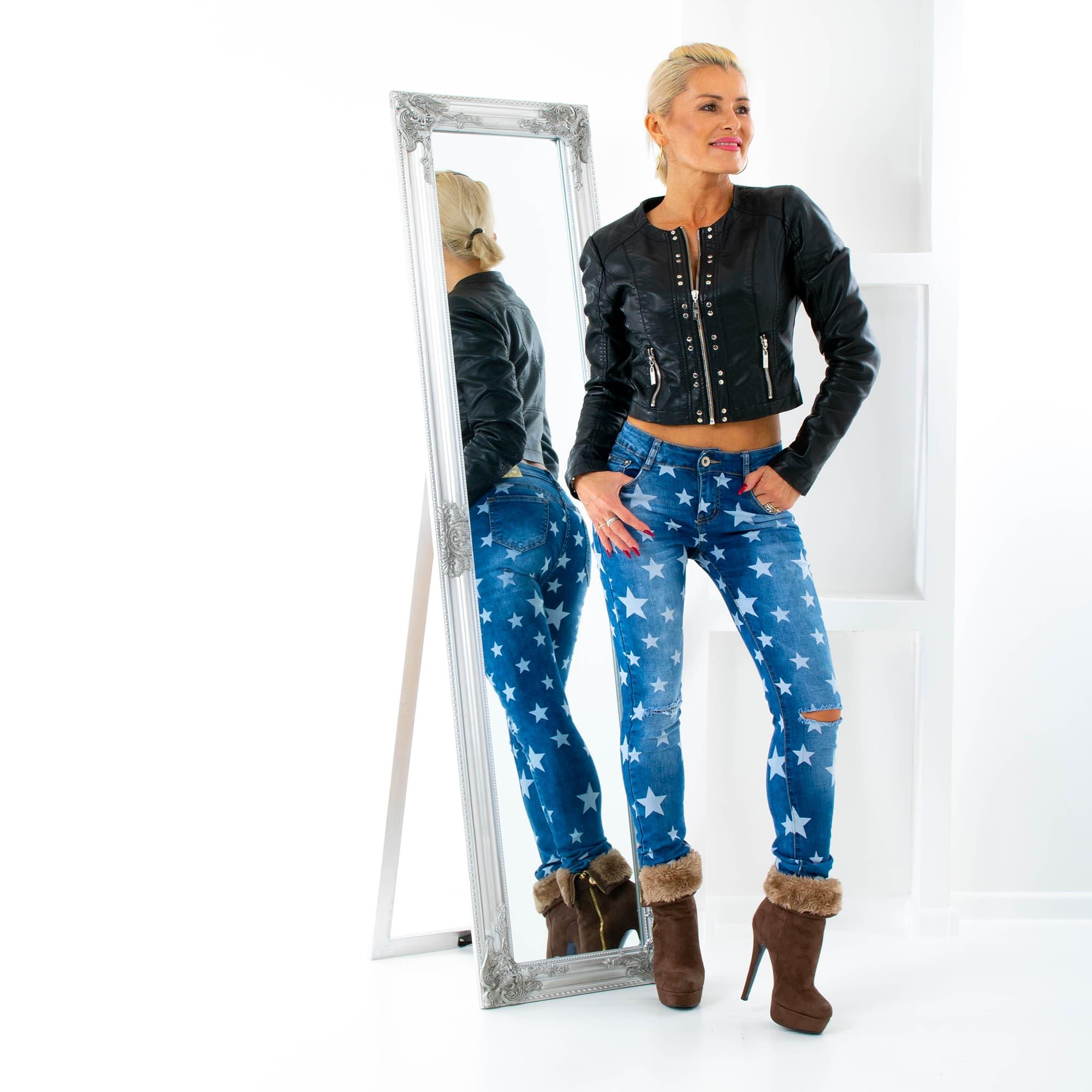 680fad64bd8 ... Dámská móda a doplňky - Dámské jeans s hvězdami a trháním na kolenou ...