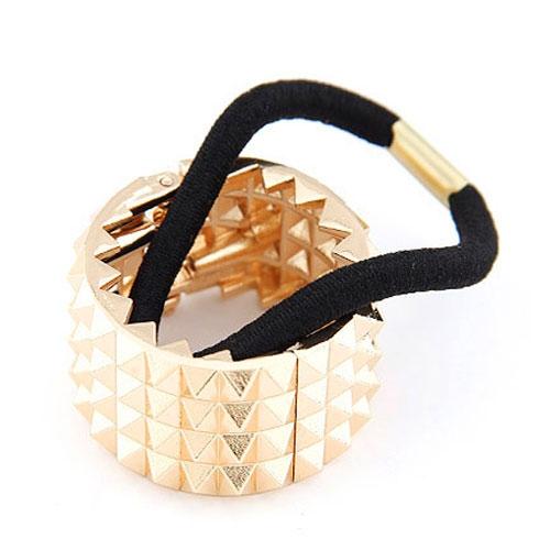 Kovová spona do vlasů - obojek s pyramidami - zlatá barva