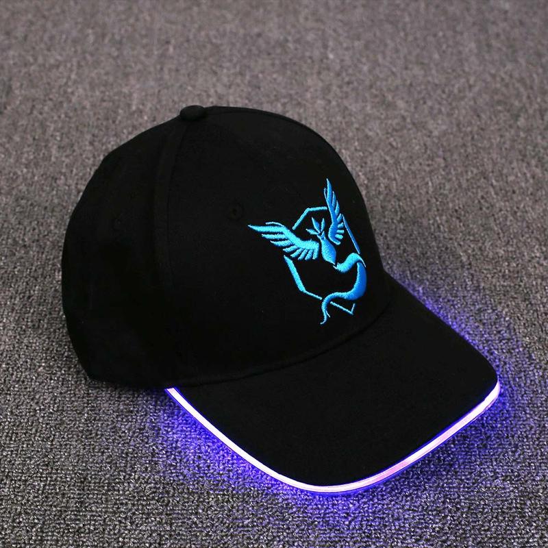 LED čepice pro hráče Pokemon GO - modrý tým