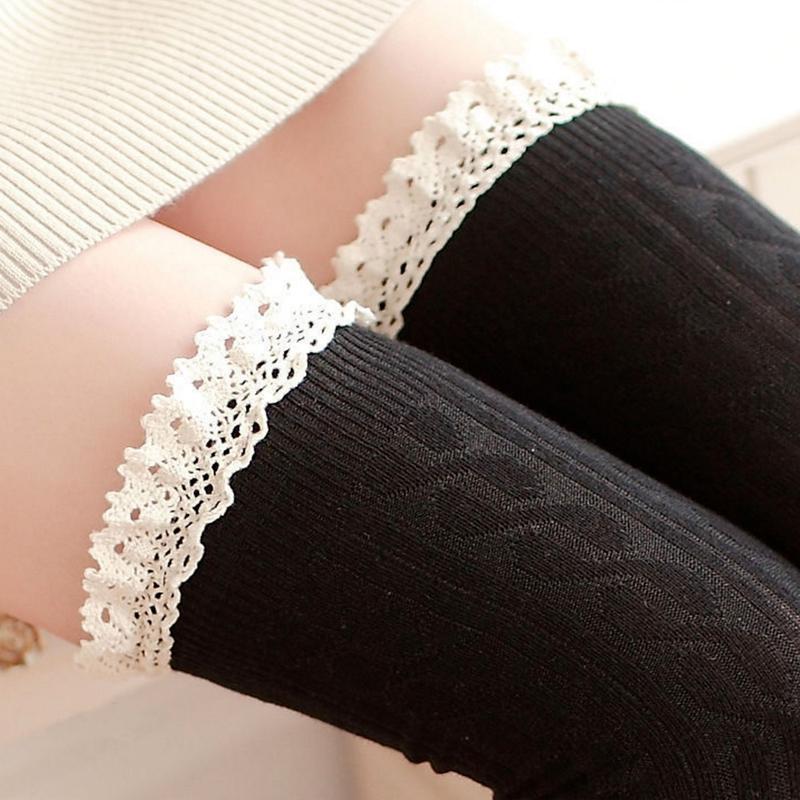 Dámské pletené nadkolenky s krajkou - černé