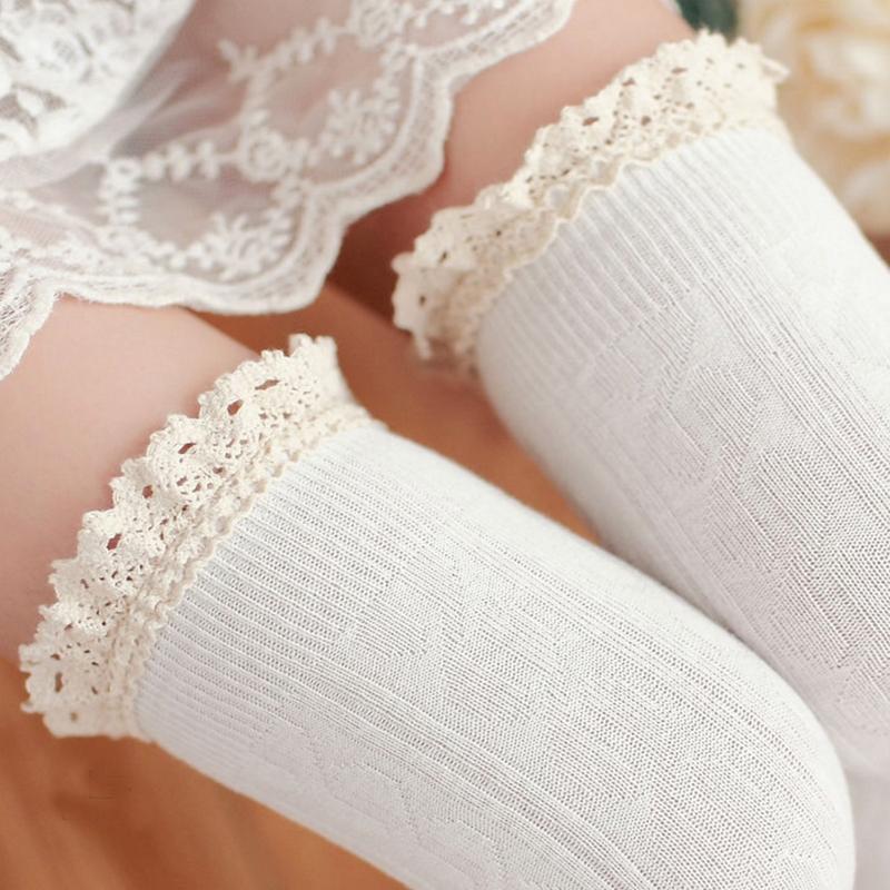Dámské pletené nadkolenky s krajkou - bílé