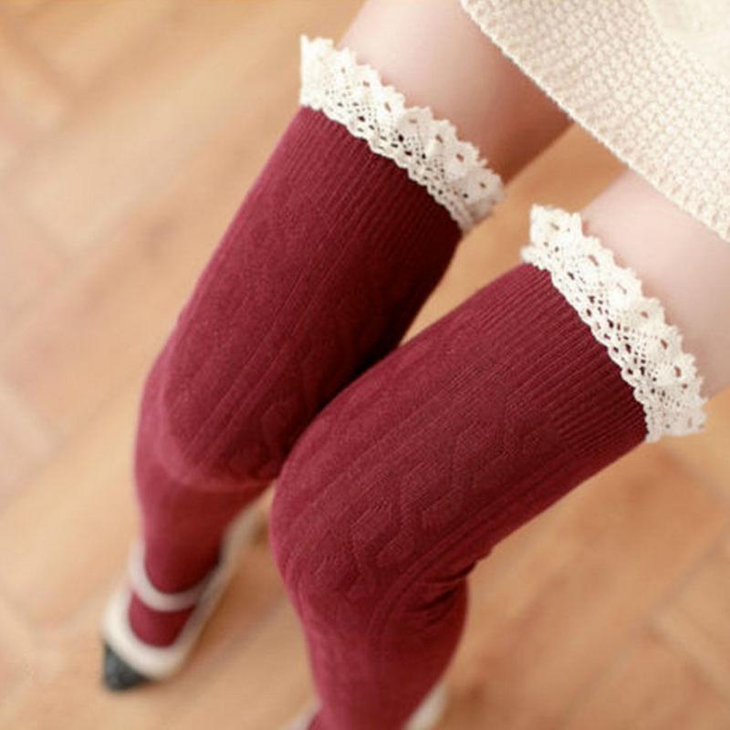 Dámské pletené nadkolenky s krajkou - červené