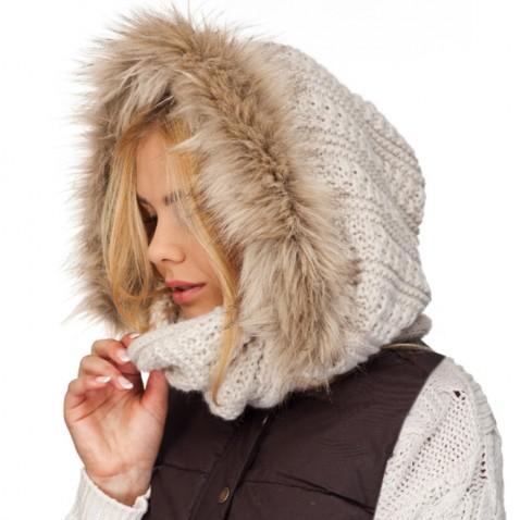 Pletený nákrčník s kapucí a kožešinou -  krémový