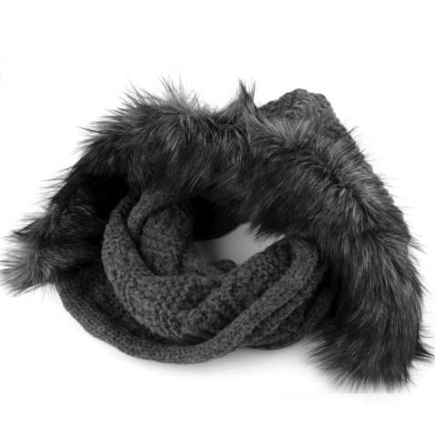Pletený nákrčník s kapucí a kožešinou - šedý