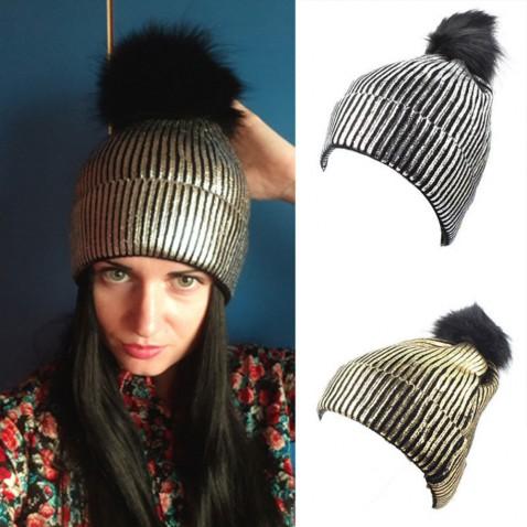 Dámská módní čepice Metalic s bambulí