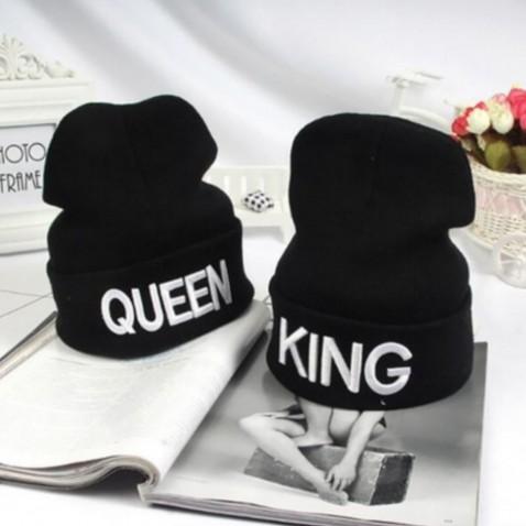 Zimní čepice s nápisem KING - QUEEN