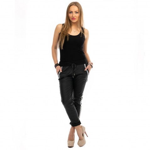 Kalhoty imitace metalické kůže s lampasy - černé