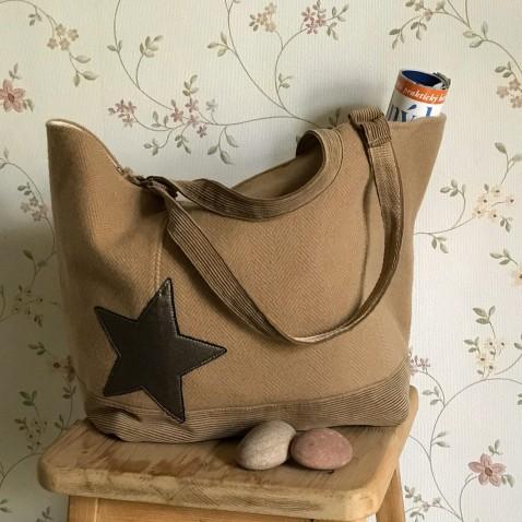 Béžová taška s aplikací hvězd