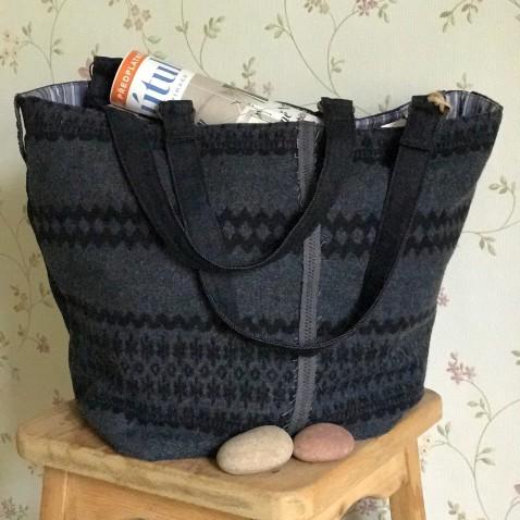 Tmavě modrá taška