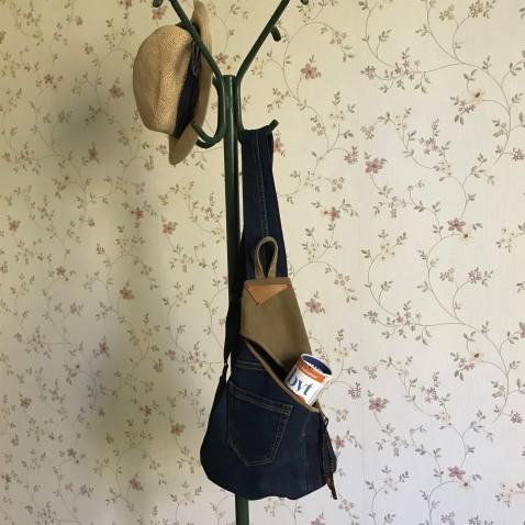 Džínový crossbody batůžek s popruhem