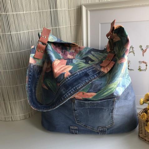Velká džínová kabelka s květy do modra