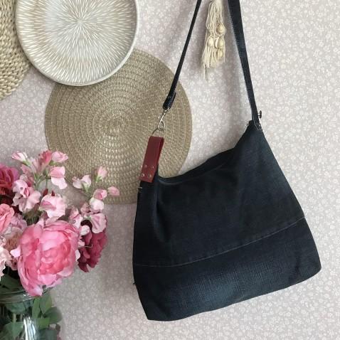 Džínová kabelka s červenou kůží