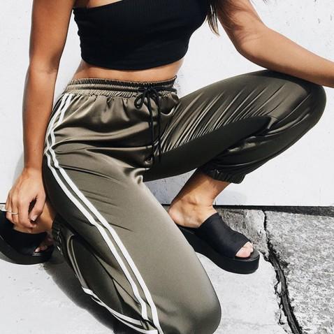 Dámské teplákové kalhoty s pruhy