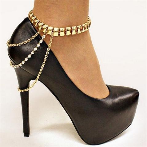 Zlatý řetízek na nohu