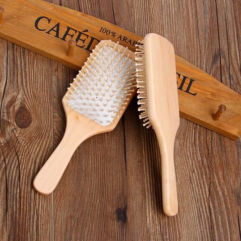 Masážní kartáč na vlasy s bambusovými hroty