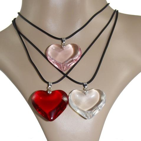 Přívěsek ve tvaru srdce ze skla